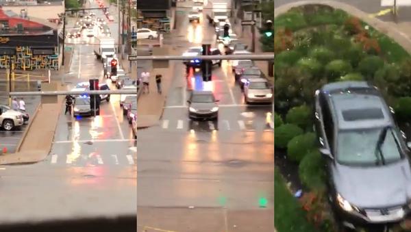 Sleeping US Motorist Startled by Police, Blows Through Traffic Light - Sputnik International