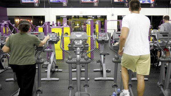 People exercise at Planet Fitness as President Obama delivers his speech on health care on Wednesday, Sept. 9, 2009 in Raleigh, N.C. - Sputnik International