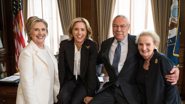 Three former U.S. secretaries of state, Hillary Clinton (L), Colin Powell (2nd R) and Madeleine Albright (R) are pictured with fictional Secretary of State Elizabeth McCord, played by Tea Leoni (2nd L) on political television drama Madam Secretary, in this picture released by CBS in New York, NY, U.S., July 24, 2018 - Sputnik International