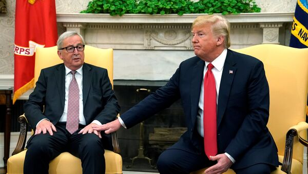 Trump meets with European Commission President Juncker at the White House in Washington - Sputnik International