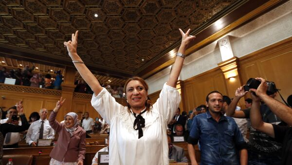 Souad Abderrahim, 54, flashes the V-sign after being elected as mayor of the Tunisian capital, Tunis, Tuesday, July 3, 2018 - Sputnik International