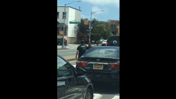 Road rage fight in New York City' Brooklyn ends with man smashed between cars - Sputnik International