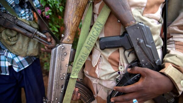 An armed fighter belonging to the 3R armed militia displays his weapon in the town of Koui, Central African Republic, April 27, 2017 - Sputnik International