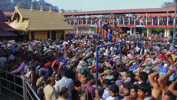 In this Dec. 1, 2015 photo, Hindu worshippers queue during a pilgrimage at the Sabarimala temple in the southern Indian state of Kerala - Sputnik International