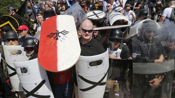 White nationalist demonstrators use shields in Charlottesville, VA, Aug. 12, 2017 - Sputnik International
