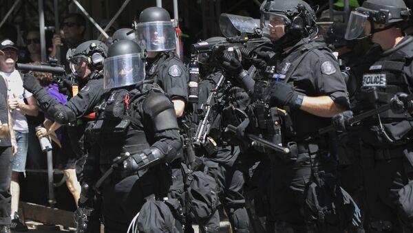 Police deploy flash bang grenades during a rally in Portland, Ore., Saturday, Aug. 4, 2018. - Sputnik International