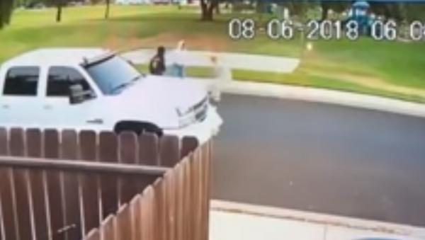Surveillance footage shows elderly Sikh man attacked by teenagers in California - Sputnik International