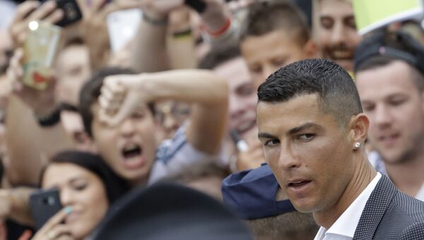 Portuguese ace Ronaldo passes among enthusiast fans as he arrives to undergo medical checks at the Juventus stadium in Turin, Italy, Monday, July 16, 2018 - Sputnik International