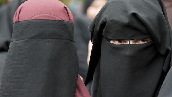 In this 28 June 2014 file photo, veiled women attend a speech by preacher Pierre Vogel, in Offenbach, near Frankfurt, Germany. - Sputnik International