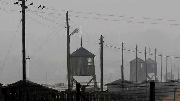 Watch towers and the barbed wire fence of the former Nazi death camp Majdanek outside the city of Lublin in eastern Poland on Wednesday Nov. 9, 2005. Four camp survivors and documentary film makers dug up trinkets and personal items buried by Jews in the spring of 1943 after arriving from the Warsaw ghetto - Sputnik International