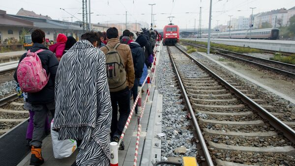 Migrants walk on a platform of the railway station in Passau, southern Germany, to a special train to bring them to Duesseldof, western Germany, on November 3, 2015 - Sputnik International