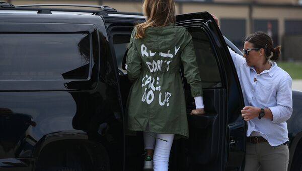 US First Lady Melania Trump departs Andrews Air Rorce Base in Maryland June 21, 2018 wearing a jacket emblazoned with the words I really don't care, do you? following her surprise visit with child migrants on the US-Mexico border - Sputnik International