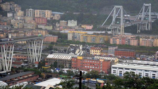 The collapsed Morandi Bridge is seen in the Italian port city of Genoa August 14, 2018 - Sputnik International