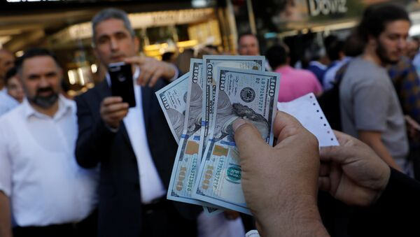 A businessman holding U.S. dollars poses for his friend in front of a currency exchange office in response to the call of Turkish President Tayyip Erdogan on Turks to sell their dollar and euro savings to support the lira, in Ankara, Turkey August 14, 2018 - Sputnik International