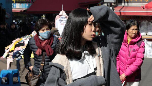 People in the Namdaemun trade district in Seoul. - Sputnik International