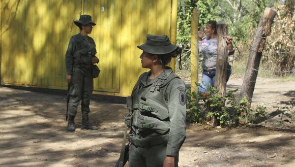 Venezuelan Bolivarian soldiers stand at a checkpoint near Urena, Tachira state, Venezuela, on the border with Colombia. - Sputnik International