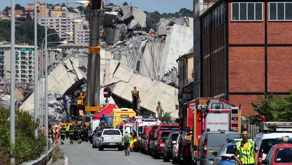 Firefighters and rescue workers stand at the site of a collapsed Morandi Bridge in the port city of Genoa, Italy August 15, 2018 - Sputnik International