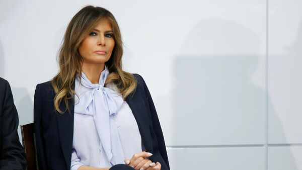 """U.S. first lady Melania Trump waits to speak at the Federal Partners in Bullying Prevention (FPBP) Cyberbullying Prevention Summit on """"the positive and negative effects of social media on youth"""" in Rockville, Maryland, U.S., August 20, 2018. - Sputnik International"""