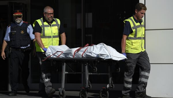 The body of a man who tried to attack a police station is carried out of the premises in Cornella near the northeastern Spanish city of Barcelona on August 20, 2018 - Sputnik International