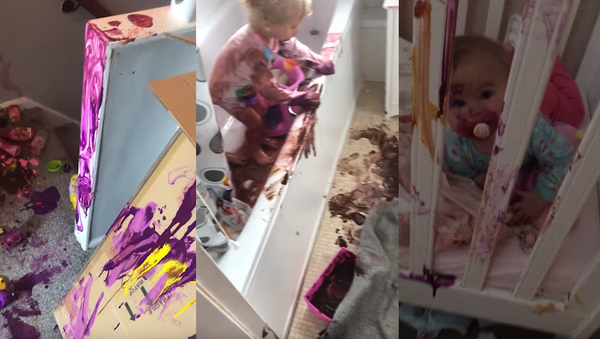 What Would You Do? Toddler Twosome Get Artistic With Acrylic Paint - Sputnik International