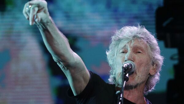 Former member of Pink Floyd, British singer and songwriter Roger Waters performs during his concert of the Us+Them tour in Rome's Circus Maximus, Saturday, July 14, 2018 - Sputnik International