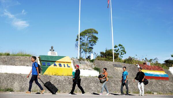 Migrantes venezolanos en la frontera entre Brasil y Venezuela - Sputnik International