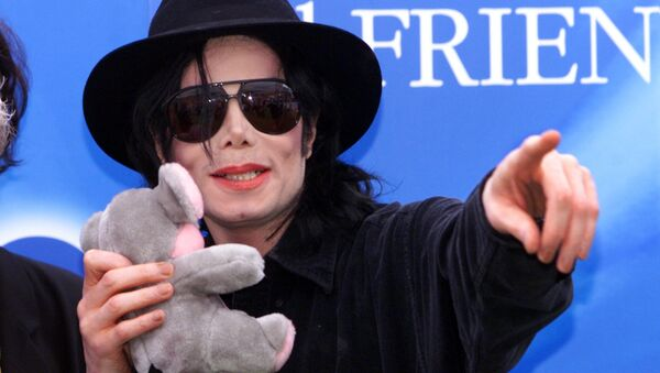Famous pop singer Michael Jackson points to fans during a press conference at Munich's Olympic stadium on 9 June 1999. Jackson visited the Bavarian capital to promote his charity concert Michael Jackson and Friends on 27 June 1999 - Sputnik International