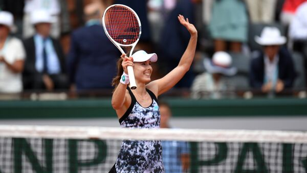 France's Alize Cornet celebrates after winning her women's singles first round tennis match against Italy's Sara Errani on day one of The Roland Garros 2018 French Open tennis tournament in Paris on May 27, 2018. - Sputnik International