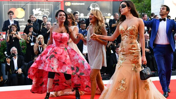 (From L) Paralympic athlete Giusy Versace, Italian singer-songwriter and television presenter, Jo Squillo, and former Miss Italy contestant and TV presenter, who was left scarred after her ex-boyfriend allegedly threw acid in her face, Gessica Notaro arrive for the opening ceremony of the 75th Venice Film Festival, and the premiere of the film First Man, presented in competition at the on August 29, 2018 at Venice Lido - Sputnik International