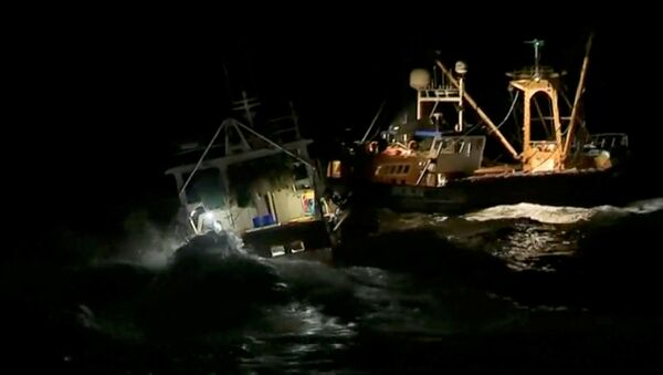 French and British fishing boats collide during scrap in English Channel over scallop fishing rights, August 28, 2018 in this still image taken from a video - Sputnik International