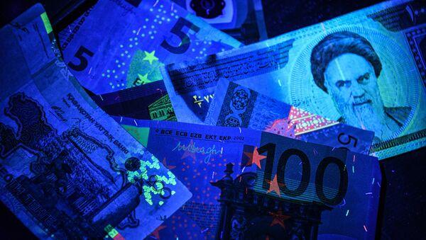 Euro- und Rial-Banknoten (Symbolbild) - Sputnik International