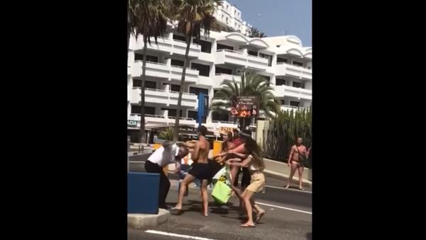 Bystanders record violent weekend fight in Spain's Puerto Rico de Gran Canaria - Sputnik International