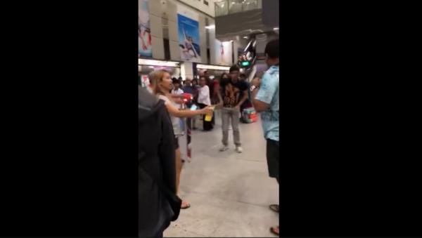 MMA showdown at train station - Sputnik International