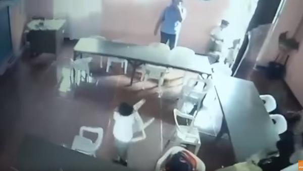 Sleepy Schoolboy Leaves Backpack, Walks Off With Chair - Sputnik International