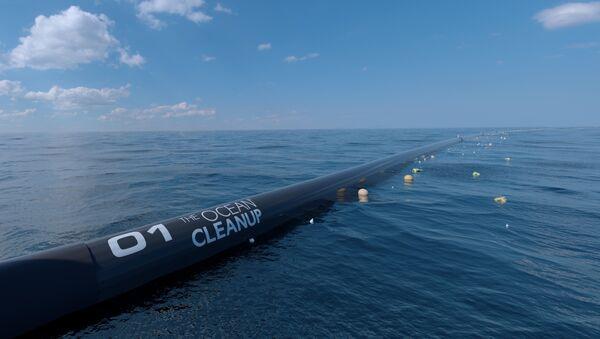 A digital image mock up of the Ocean Cleanup waterborne pollution technology. - Sputnik International