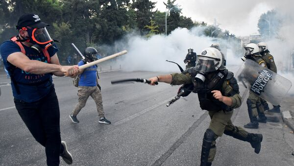 Protesters clash with police during a demonstration in Thessaloniki - Sputnik International