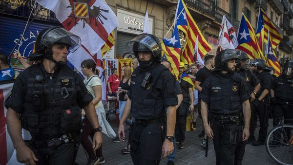 Members of a ultra-right-wing movement called 'Catalan Identitarian Movement' walk guarded by the police during celebrations of the Catalonia's regional holiday known as La Diada in Barcelona, Spain, Tuesday, Sept. 11, 2018 - Sputnik International