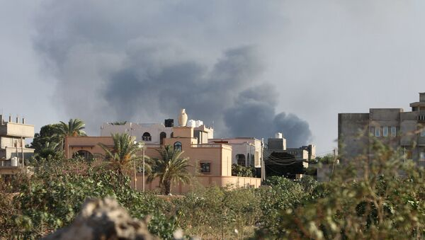 Smoke rises during heavy clashes between rival factions in Tripoli, Libya, August 28, 2018. - Sputnik International