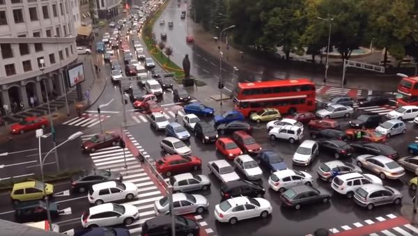 WWYD? Macedonia Motorists Caught in Traffic Jam - Sputnik International