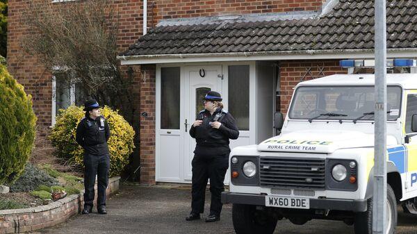 Полицейские у дома, где жил экс-сотрудник ГРУ Сергей Скрипаль в Солсбери, Великобритания - Sputnik International
