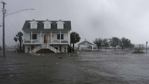 High winds and water surround a house as Hurricane Florence hits Swansboro N.C., Friday, Sept. 14, 2018 - Sputnik International