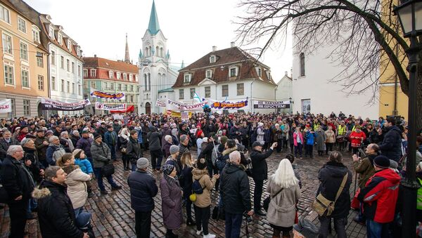 March of angry parents in Riga against the full transfer of schools into the Latvian language. - Sputnik International