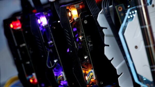 High-end graphic cards are installed in a cryptocurrency mining computer - Sputnik International