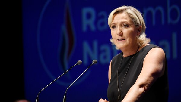 Leader of France's Rassemblement National (RN) far-right political party Marine Le Pen gestures as she delivers a speech at a meeting in Fréjus, southern France on September 16, 2018. - Sputnik International