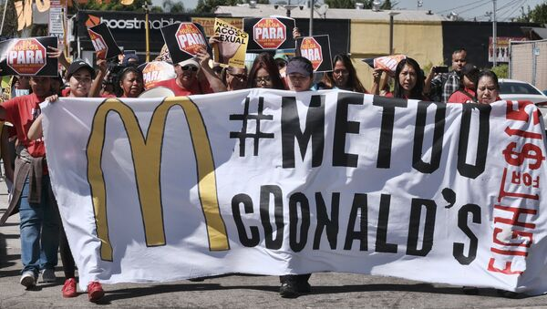 McDonald's workers carry a banner and march towards a McDonald's in south Los Angeles on Tuesday, Sept. 18, 2018. - Sputnik International