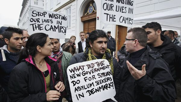 Some thirty Syrian refugees from different camps seeking asylum hold banners outside the Swedish Embassy in Copenhagen, Denmark on Wednesday, Sept. 26, 2012 - Sputnik International