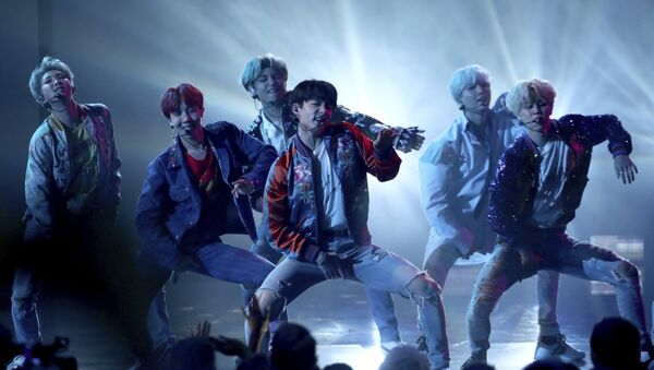BTS performs DNA at the American Music Awards at the Microsoft Theater on Sunday, Nov. 19, 2017, in Los Angeles - Sputnik International