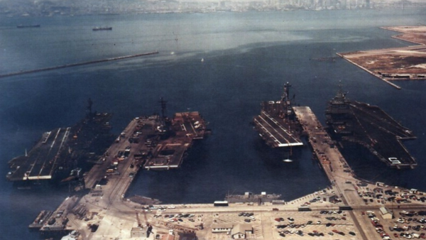 Four U.S. Navy aircraft carriers moored at the Naval Air Station Alameda, California (USA), 4 July 1974. Pictured from left to right are the carriers USS Coral Sea (CVA-43), USS Hancock (CVA-19), USS Oriskany (CVA-34) and USS Enterprise (CVAN-65) - Sputnik International
