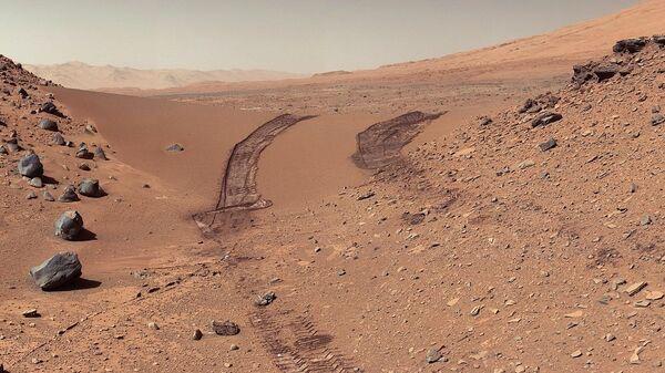 PIA17944: Curiosity's Color View of Martian Dune After Crossing It  - Sputnik International