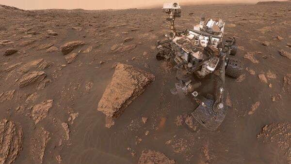 This composite image made from a series of June 15, 2018 photos shows a self-portrait of NASA's Curiosity Mars rover in the Gale Crater - Sputnik International